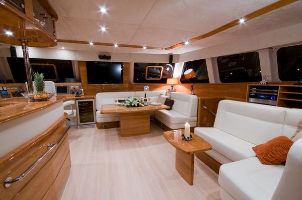 Bateaux mis l 39 eau sunreef 62 charlotte sunreef yachts for Interieur yacht