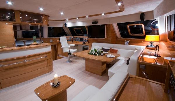 Bateaux mis l 39 eau sunreef 62 charlotte sunreef yachts for Interieur bateau de luxe