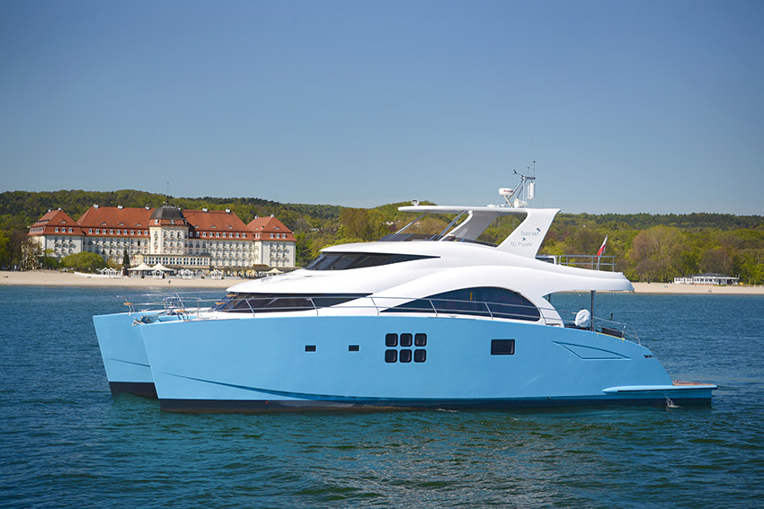 Launched yachts 60 sunreef power ocean 39 s 11 sunreef yachts for Catamaran fishing boat manufacturers