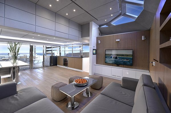 Sunreef Yachts Reveals the Interiors of Blue Belly – the first 70 Sunreef Power with Fully Open Saloon
