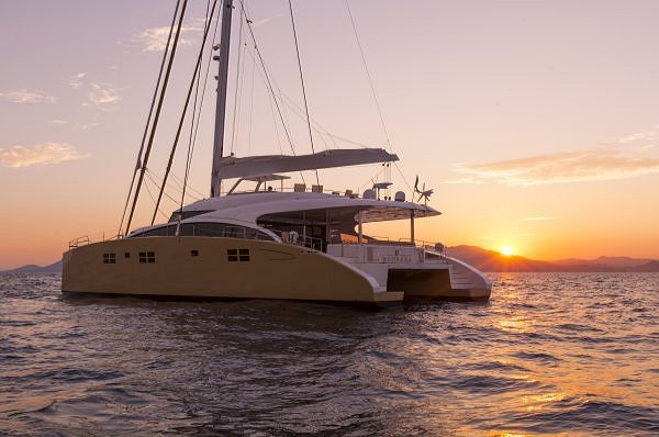 Superyacht Sunreef 82 Selected in Robb Report's Best of the Best issue as Best Semi-Custom Yacht 2013!