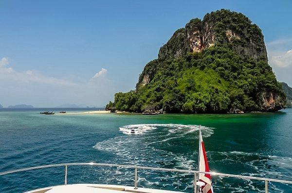 70 Sunreef Power DAMRAK II Available for Charters in Malaysia and Thailand