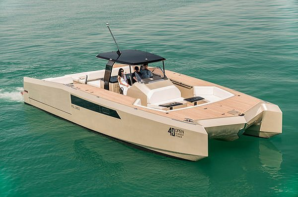 THE 40 OPEN SUNREEF POWER AT THE SINGAPORE YACHT SHOW